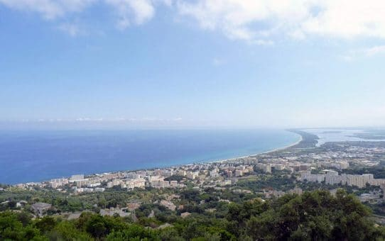 La vue sur la baie de Bastia depuis le gite de la Razetta